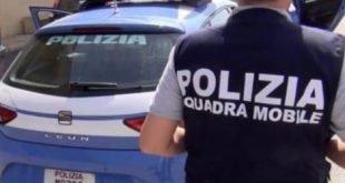 COLPISCE NEGOZIANTE IN CENTRO: GIOVANE RAPINATORE BLOCCATO DALLA POLIZIA DI STATO