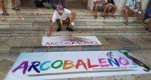 Marsala, la piazza Arcobaleno manifesta per i diritti di tutti