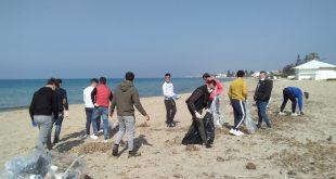 """Marsala, volontari ripuliscolo la spiaggia. Assessore Milazzo: """"è finito il tempo della campagna elettorale, oggi abbiamo necessità di essere tutti uniti"""" [VIDEO]"""